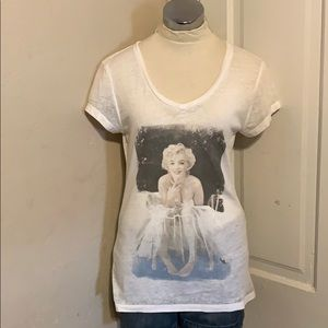 Marilyn Monroe tissue tee size large